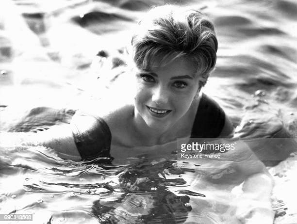 L'actrice italienne Sylva Koscina se baigne