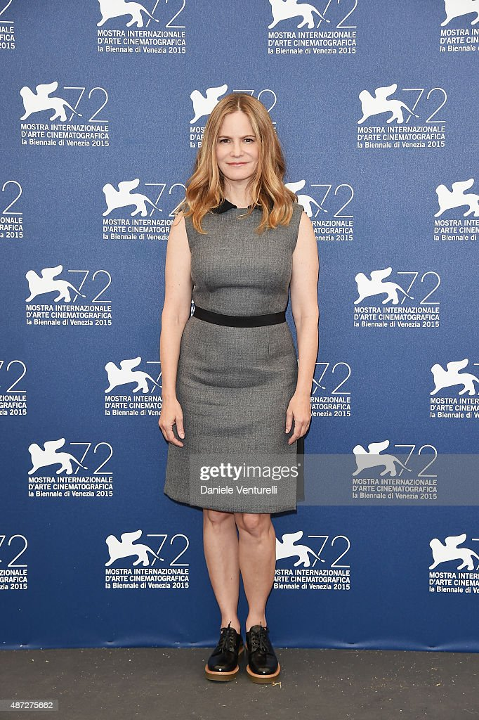 Actrice Jennifer Jason Leigh attends a photocall for 'Anomalisa' during the 72nd Venice Film Festival at Palazzo del Casino on September 8, 2015 in Venice, Italy.