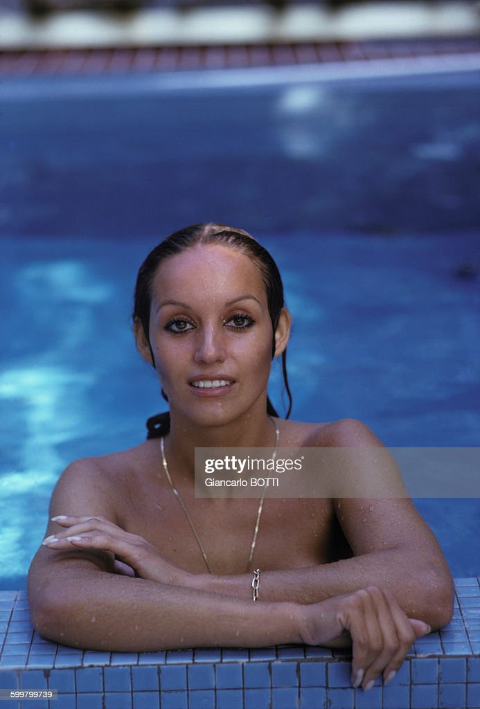 actrice Karin Petersen pose nue, circa 1970 en France . Pictures ...