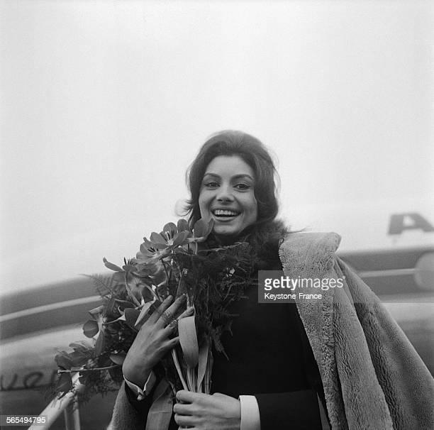 L'actrice Rosanna Schiaffino à sa descente d'avion à Orly France le 7 janvier 1960