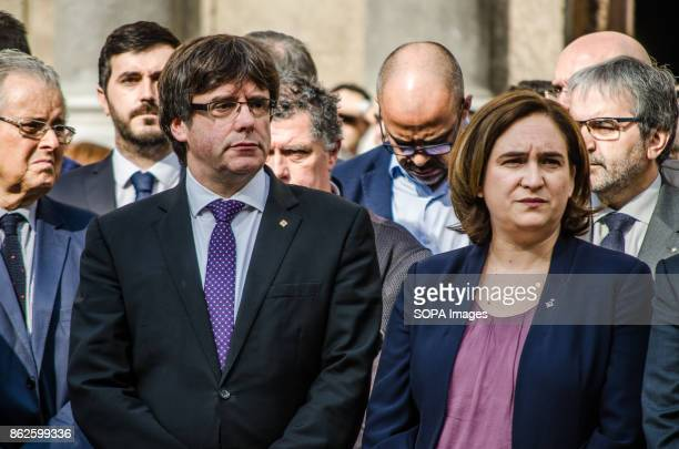 Ada Colau and Carles Puigdemont attend institutional concentration of rejection to the prison to Jordi Sanches and Jordi Cuixart sovereignists...
