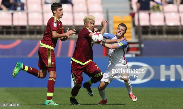 Adalberto Penaranda of Venezuela and Brooks Lennon of USA during the FIFA U20 World Cup Korea Republic 2017 Quarter Final match between Winner...