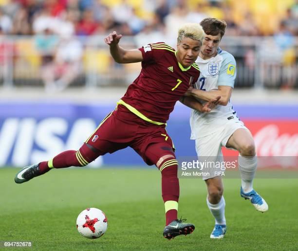 Adalberto Penaranda of Venezuela and Jonjoe Kenny of England battle for the ball during the FIFA U20 World Cup Korea Republic 2017 Final between...