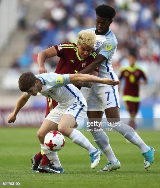 Adalberto Penaranda of Venezuela battles with Jonjoe Kenny and Josh Onomah of England during the FIFA U20 World Cup Korea Republic 2017 Final between...