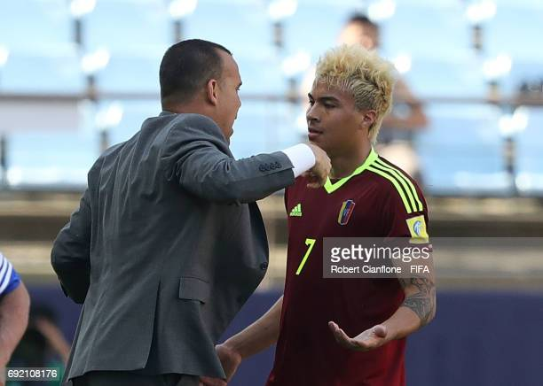 Adalberto Penaranda of Venezuela celebrates with coach Rafael Dudamel after scoring a goal during the FIFA U20 World Cup Korea Republic 2017 Quarter...