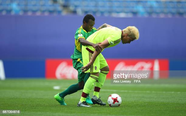 Adalberto Penaranda of Venezuela holds off a challenge from Gregory Patrick of Vanuatu during the FIFA U20 World Cup Korea Republic 2017 group B...