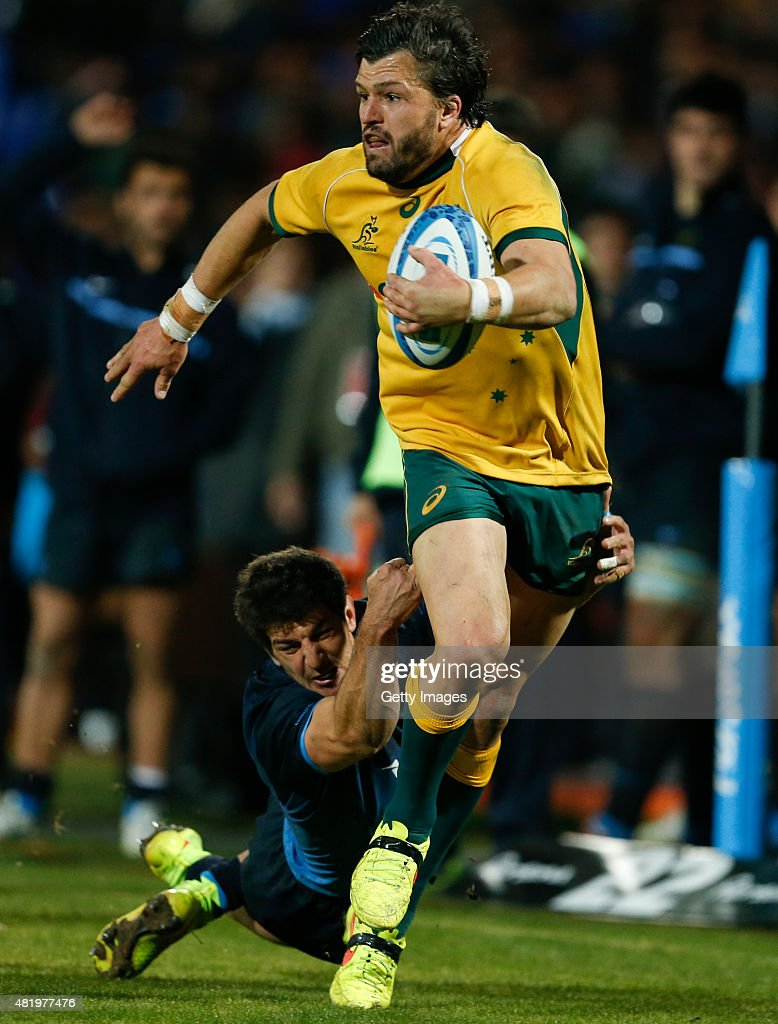 <a gi-track='captionPersonalityLinkClicked' href=/galleries/search?phrase=Adam+Ashley-Cooper&family=editorial&specificpeople=637621 ng-click='$event.stopPropagation()'>Adam Ashley-Cooper</a> of Australia fights for the ball with Tomas Cubelli of Argentina during a match between Australia and Argentina as part of The Rugby Championship 2015 at Estadio Malvinas Argentinas on July 25, 2015 in Mendoza, Argentina.