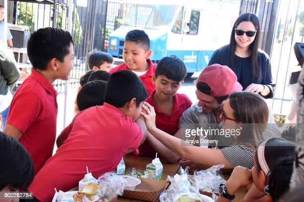 Adam Brody and Leighton Meester volunteer at Feeding America's Summer Hunger Awareness event At Para Los Ninos in Los Angeles on June 27 2017 in Los...