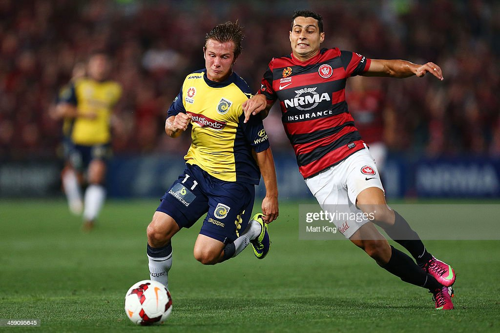 Adam D'Apuzzo of the Wanderers competes with Nick Fitzgerald of the Mariners during the round 11 A-League match between the Western Sydney Wanderers and the Central Coast Mariners at Parramatta Stadium on December 23, 2013 in Sydney, Australia.