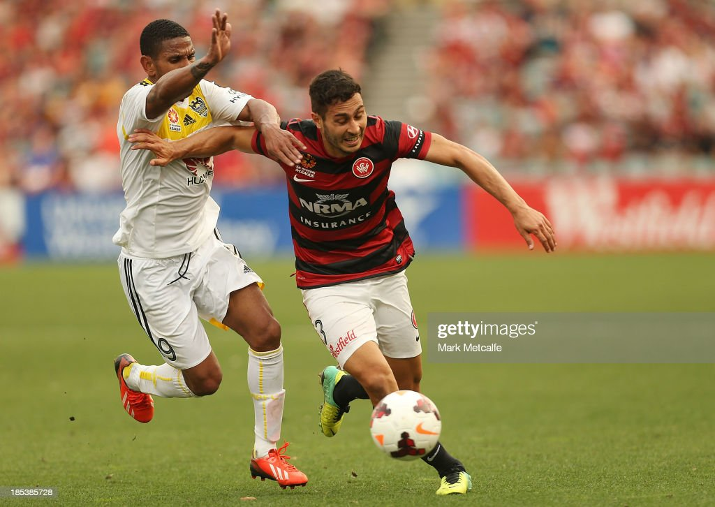 Adam D'Apuzzo of the Wanderers takes on Kenny Cunningham of the Phoenix during the round two A-League match between the Western Sydney Wanderers and Wellington Phoenix at Parramatta Stadium on October 20, 2013 in Sydney, Australia.