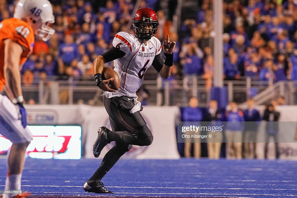 Adam Dingwell #6 of the San Diego State Aztecs runs the ball against the Boise State Broncos at Bronco Stadium on November 3, 2012 in Boise, Idaho.