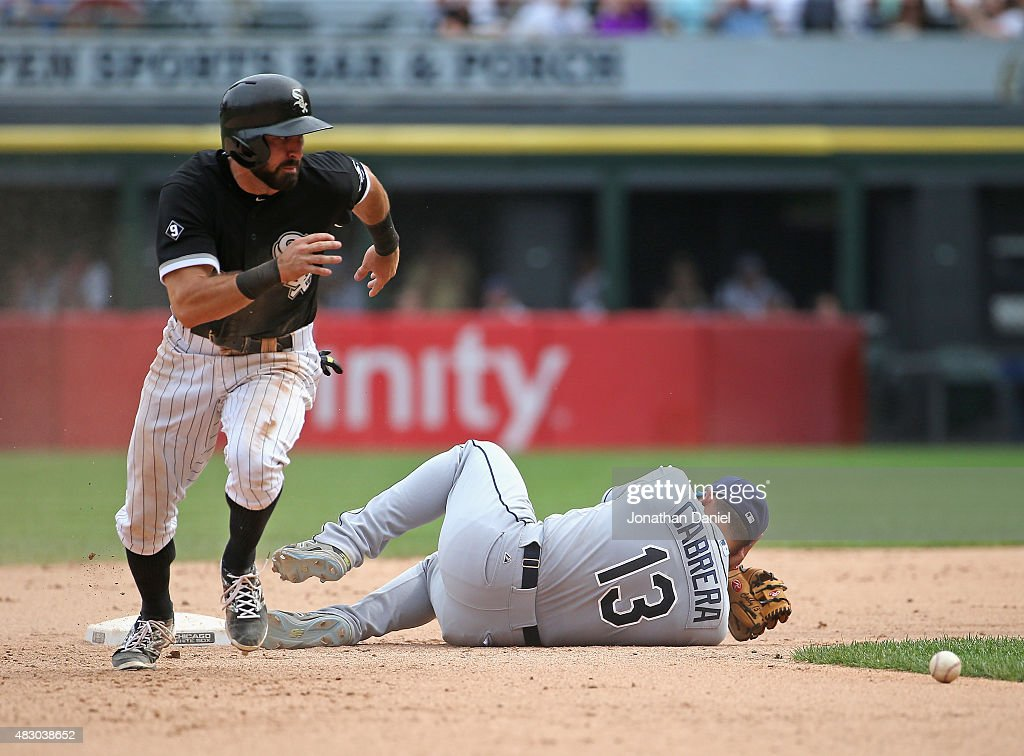 <a gi-track='captionPersonalityLinkClicked' href=/galleries/search?phrase=Adam+Eaton&family=editorial&specificpeople=210898 ng-click='$event.stopPropagation()'>Adam Eaton</a> #1 of the Chicago White Sox moves to third base in the 10th inning after <a gi-track='captionPersonalityLinkClicked' href=/galleries/search?phrase=Asdrubal+Cabrera&family=editorial&specificpeople=834042 ng-click='$event.stopPropagation()'>Asdrubal Cabrera</a> #13 of the Tampa Bay Rays is hit in the head with the ball on the throw at U.S. Cellular Field on August 5, 2015 in Chicago, Illinois. The White Sox defeated the Rays 6-5 in 10 innings.