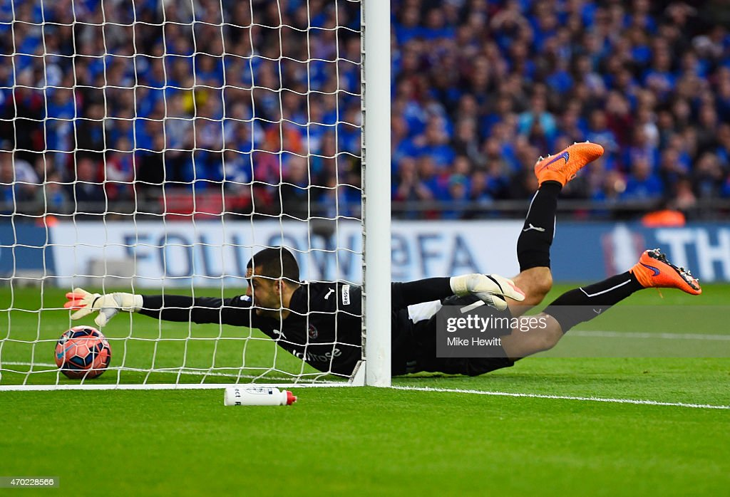 <a gi-track='captionPersonalityLinkClicked' href=/galleries/search?phrase=Adam+Federici&family=editorial&specificpeople=886953 ng-click='$event.stopPropagation()'>Adam Federici</a> of Reading stretches for the ball as he fails to stop a shot by Alexis Sanchez of Arsenal for their second goal during the FA Cup Semi Final between Arsenal and Reading at Wembley Stadium on April 18, 2015 in London, England.