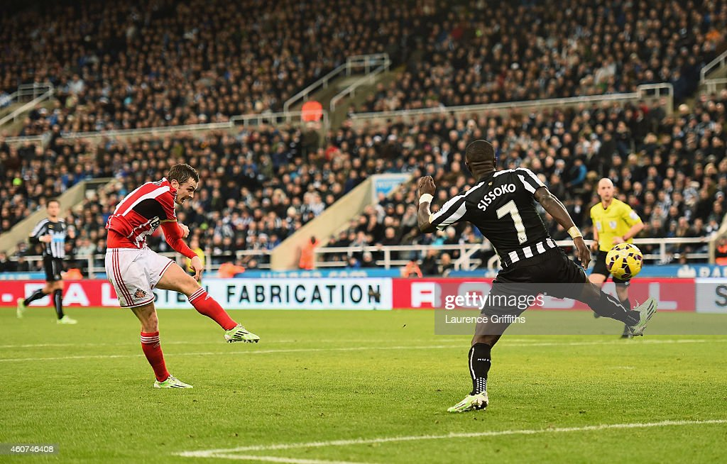 Adam Johnson of Sunderland scores the opening goal during the Barclays Premier League match between Newcastle United and Sunderland at St James' Park...