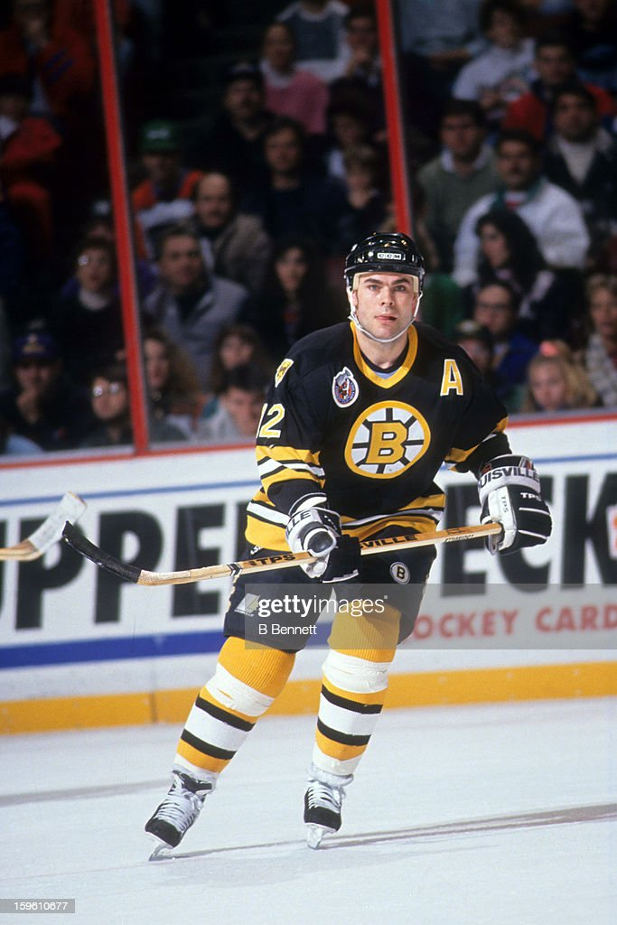 Adam Oates of the Boston Bruins skates on the ice during an NHL game against the Philadelphia Flyers on January 21 1993 at the Spectrum in...