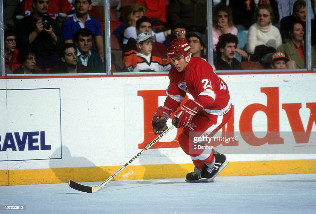 Adam Oates of the Detroit Red Wings skates with the puck during an NHL game against the Philadelphia Flyers circa 1988 at the Spectrum in...
