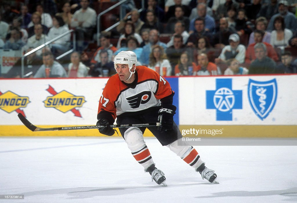 Adam Oates of the Philadelphia Flyers skates on the ice during an NHL game against the Buffalo Sabres on March 14 2002 at the First Union Spectrum in...