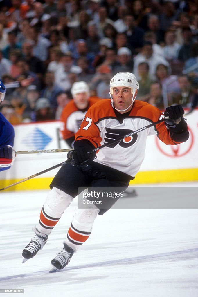 Adam Oates of the Philadelphia Flyers skates on the ice during an NHL game against the New York Rangers on April 13 2002 at the Wells Fargo Center in...