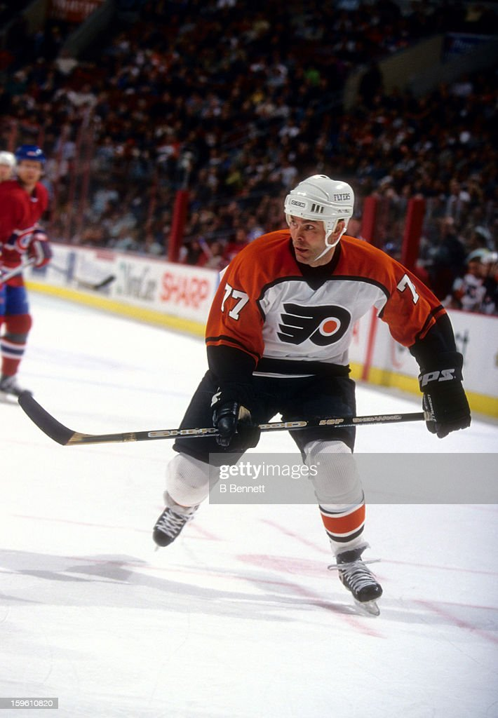 Adam Oates of the Philadelphia Flyers skates on the ice during an NHL game against the Montreal Canadiens on April 4 2002 at the Wells Fargo Center...
