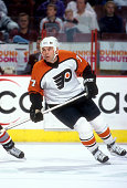 Adam Oates of the Philadelphia Flyers skates on the ice during an NHL game against the Buffalo Sabres on March 30 2002 at the Wells Fargo Center in...