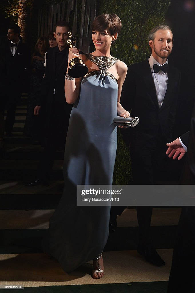 Adam Shulman and actress Anne Hathaway arrives for the 2013 Vanity Fair Oscar Party hosted by Graydon Carter at Sunset Tower on February 24, 2013 in West Hollywood, California.