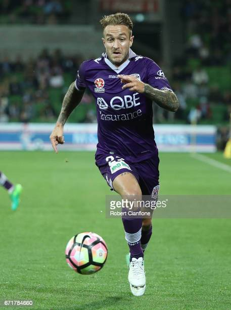 Adam Taggart of Perth Glory runs with the ball during the ALeague Elimination Final match between Melbourne City FC and the Perth Glory at AAMI Park...