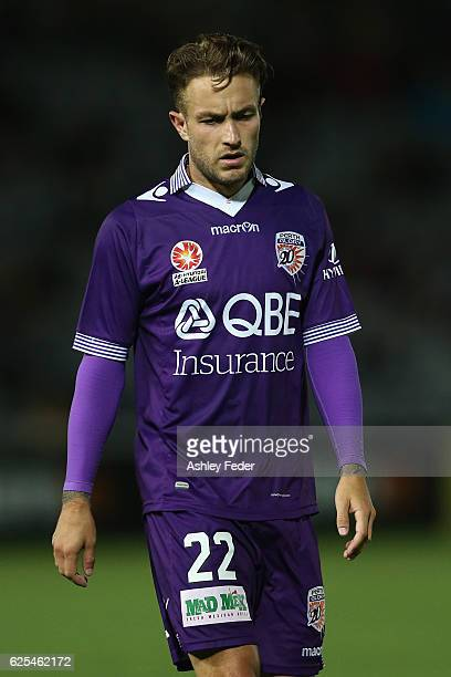 Adam Taggart of the Glory looks dejected during the round eight ALeague match between the Central Coast Mariners and the Perth Glory at Central Coast...