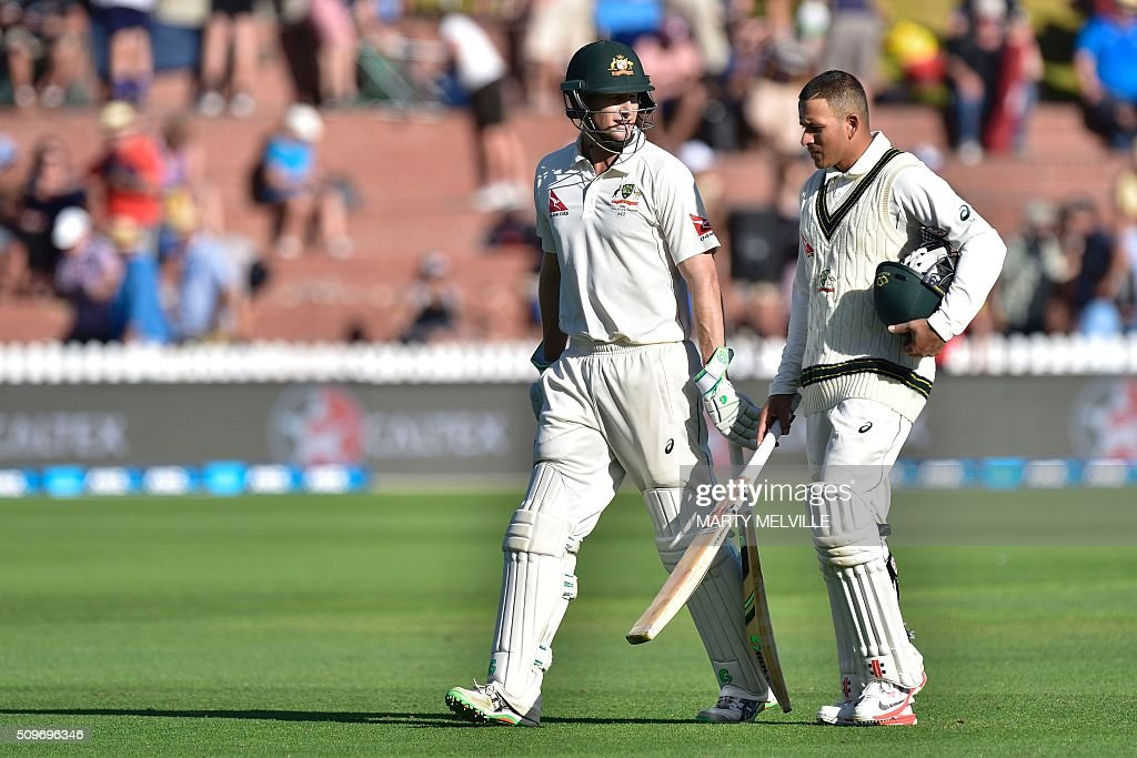 Adam Voges (L) and teammate Usman Khawaja of Australia walk from the field at the end of the days play during day of the first cricket Test match between New Zealand and Australia at the Basin Reserve in Wellington on February 12, 2016. AFP PHOTO / MARTY MELVILLE / AFP / Marty Melville