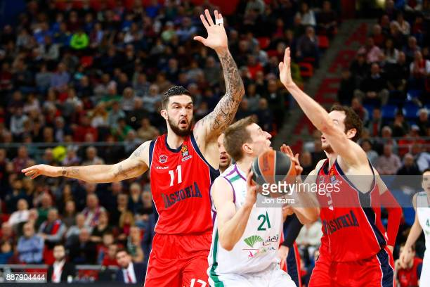 Adam Waczynski #21 of Unicaja Malaga in action during the 2017/2018 Turkish Airlines EuroLeague Regular Season Round 11 game between Baskonia Vitoria...