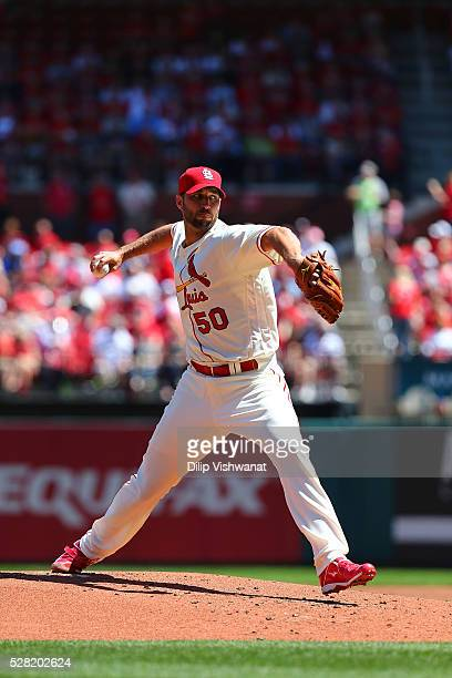 Adam Wainwright of the St Louis Cardinals pitches against the Cincinnati Reds at Busch Stadium on April 16 2016 in St Louis Missouri