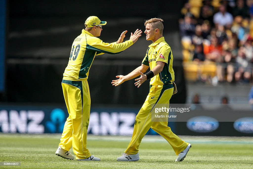 <a gi-track='captionPersonalityLinkClicked' href=/galleries/search?phrase=Adam+Zampa+-+Joueur+de+cricket&family=editorial&specificpeople=15110382 ng-click='$event.stopPropagation()'>Adam Zampa</a> (R) and Steve Smith (L) of Australia celebrate the wicket of Kane Williamson of New Zealand during game two of the one day international series between New Zealand and Australia at Westpac Stadium on February 6, 2016 in Wellington, New Zealand.