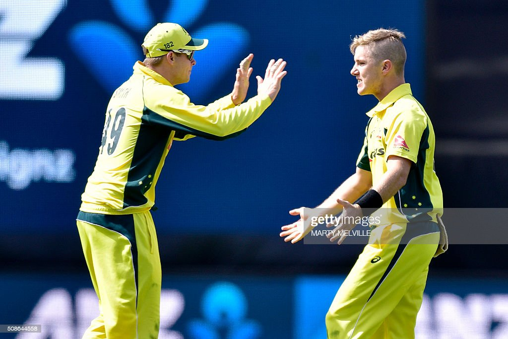 Adam Zampa (R) of Australia celebrates with team mate Steve Smith after Kane Williamson of New Zealand was caught during the 2nd one-day international cricket match between New Zealand and Australia at Westpac Stadium in Wellington on February 6, 2016. AFP PHOTO / MARTY MELVILLE / AFP / Marty Melville