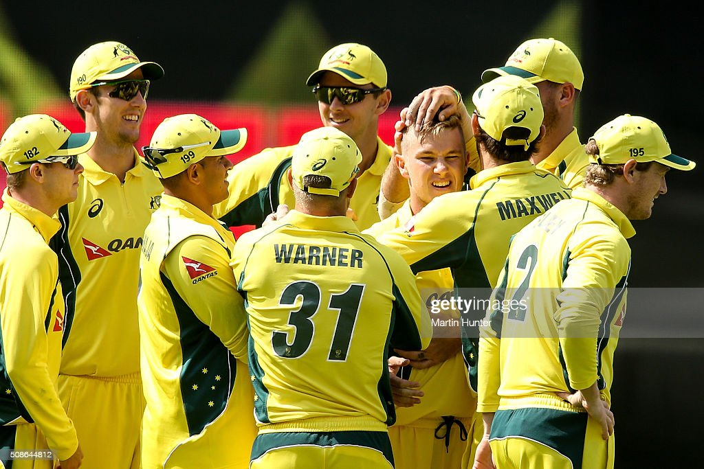 <a gi-track='captionPersonalityLinkClicked' href=/galleries/search?phrase=Adam+Zampa+-+Joueur+de+cricket&family=editorial&specificpeople=15110382 ng-click='$event.stopPropagation()'>Adam Zampa</a> of Australia celebrates with team mates the wicket of Kane Williamson of New Zealand during game two of the one day international series between New Zealand and Australia at Westpac Stadium on February 6, 2016 in Wellington, New Zealand.