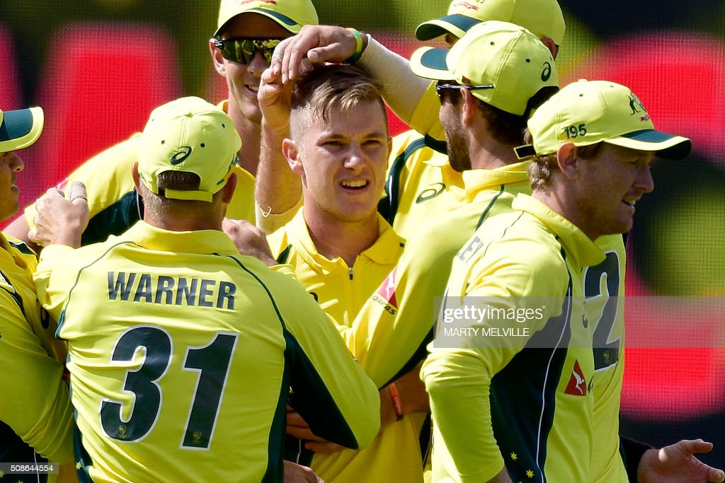 Adam Zampa (C) of Australia celebrates with teammate after Kane Williamson of New Zealand was caught during the 2nd one-day international cricket match between New Zealand and Australia at Westpac Stadium in Wellington on February 6, 2016. AFP PHOTO / MARTY MELVILLE / AFP / Marty Melville