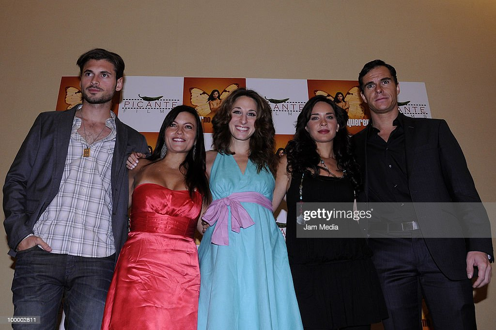 Adan Canto, Khistian Claussen, Monica Huarte, Adriana Louvier and Tony Dalton pose for a photograph during a press conference to present the movie 'Amar no es Querer' at Marriot Hotel on May 19, 2010 in Mexico City, Mexico.