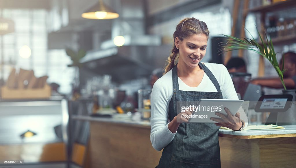 Adding a customer survey to her store's website : Foto stock