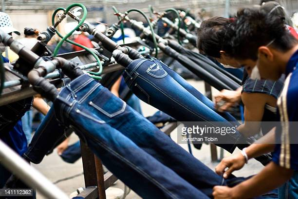 Adding the special details to jeans in Irapuato