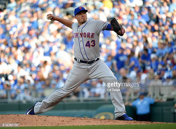 Addison Reed of the New York Mets throws in the eighth inning against the Kansas City Royals at Kauffman Stadium on April 5 2016 in Kansas City...