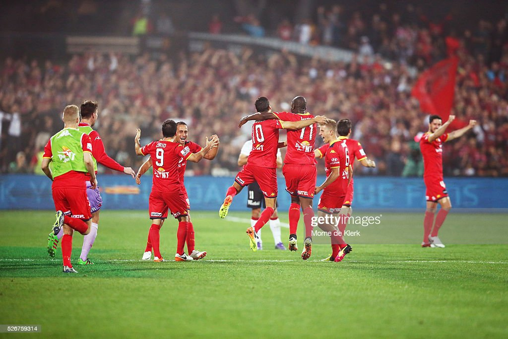 Adelaide players celebrate after winning the 2015/16 A-League Grand Final match between Adelaide United and the Western Sydney Wanderers at the Adelaide Oval on May 1, 2016 in Adelaide, Australia.