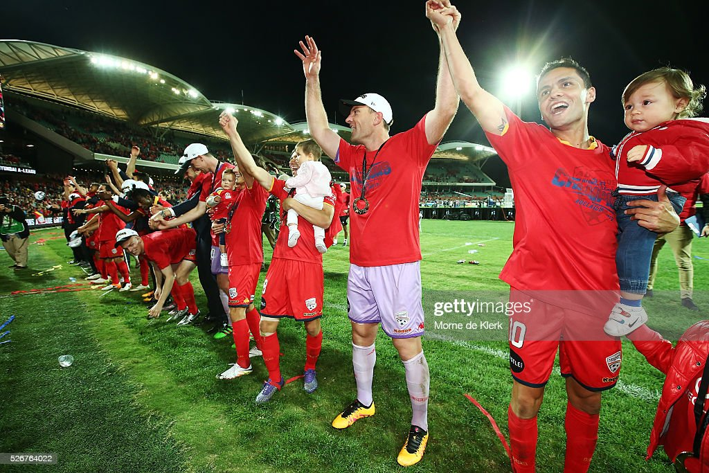 Adelaide players salute the crowd after winning the 2015/16 A-League Grand Final match between Adelaide United and the Western Sydney Wanderers at the Adelaide Oval on May 1, 2016 in Adelaide, Australia.