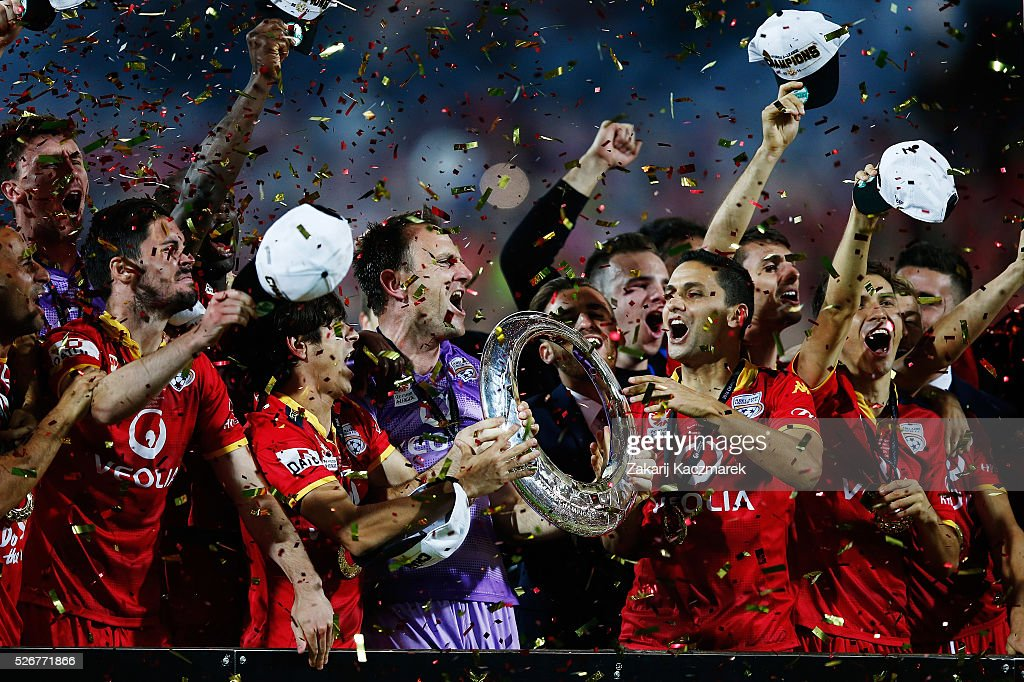 Adelaide United celebrate after winning the 2015/16 A-League Grand Final match between Adelaide United and the Western Sydney Wanderers at Adelaide Oval on May 1, 2016 in Adelaide, Australia.