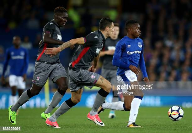 Ademola Lookman of Everton competes with Hysen Memolla and Hamza Barry of Hajduk Split during the UEFA Europa League Qualifying PlayOffs round first...