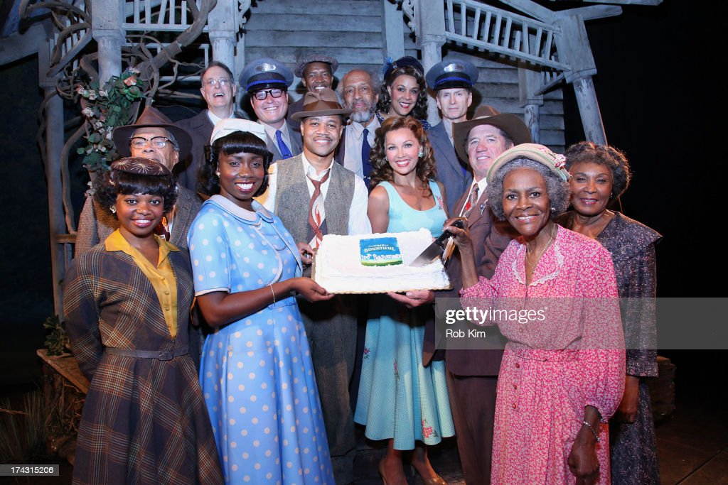 <a gi-track='captionPersonalityLinkClicked' href=/galleries/search?phrase=Adepero+Oduye&family=editorial&specificpeople=7364868 ng-click='$event.stopPropagation()'>Adepero Oduye</a>, <a gi-track='captionPersonalityLinkClicked' href=/galleries/search?phrase=Cuba+Gooding+Jr.&family=editorial&specificpeople=208232 ng-click='$event.stopPropagation()'>Cuba Gooding Jr.</a>, Vanessa Williams, <a gi-track='captionPersonalityLinkClicked' href=/galleries/search?phrase=Tom+Wopat&family=editorial&specificpeople=226939 ng-click='$event.stopPropagation()'>Tom Wopat</a>, <a gi-track='captionPersonalityLinkClicked' href=/galleries/search?phrase=Cicely+Tyson&family=editorial&specificpeople=211450 ng-click='$event.stopPropagation()'>Cicely Tyson</a> and the cast attend 'The Trip To Bountiful' 100th Performance Celebration at Stephen Sondheim Theatre on July 23, 2013 in New York City.