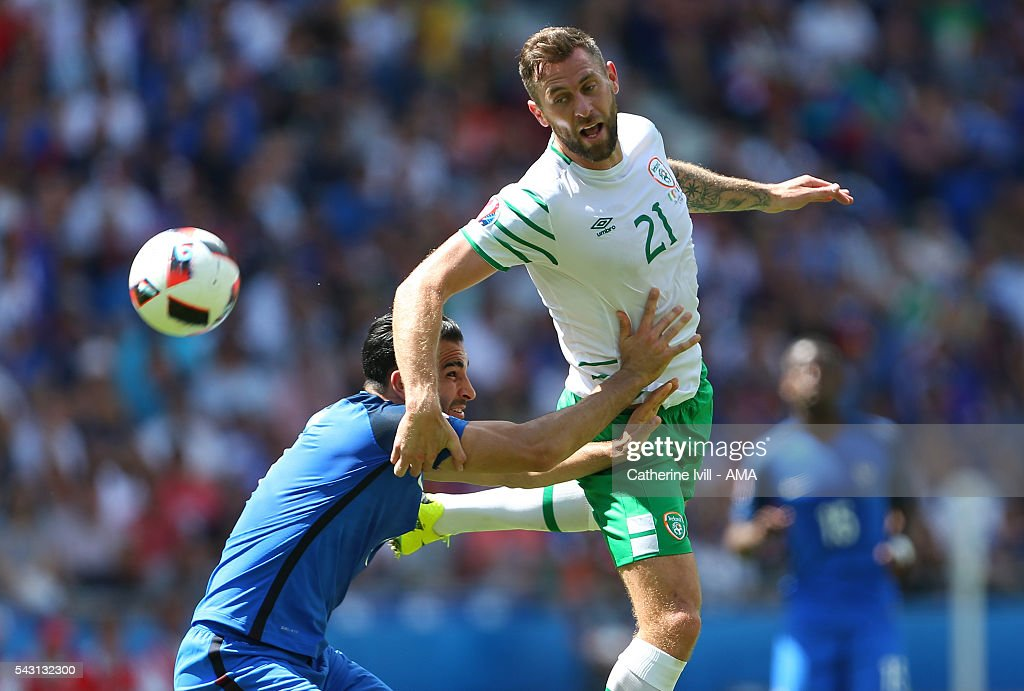 <a gi-track='captionPersonalityLinkClicked' href=/galleries/search?phrase=Adil+Rami&family=editorial&specificpeople=4305019 ng-click='$event.stopPropagation()'>Adil Rami</a> of France and <a gi-track='captionPersonalityLinkClicked' href=/galleries/search?phrase=Daryl+Murphy&family=editorial&specificpeople=658367 ng-click='$event.stopPropagation()'>Daryl Murphy</a> of Republic of Ireland during the UEFA EURO 2016 Round of 16 match between France and Republic of Ireland at Stade des Lumieres on June 26, 2016 in Lyon, France.