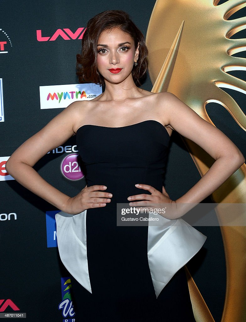 Aditi Hydari arrives to the IIFA Awards at Raymond James Stadium on April 26, 2014 in Tampa, Florida.