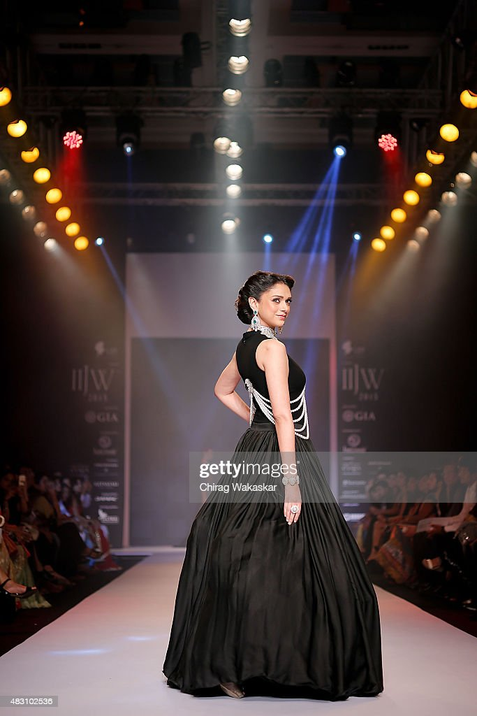 <a gi-track='captionPersonalityLinkClicked' href=/galleries/search?phrase=Aditi+Rao+Hydari&family=editorial&specificpeople=7435722 ng-click='$event.stopPropagation()'>Aditi Rao Hydari</a> walks the runway at the Yoube Jewellery Ltd show during Day 4 of the India International Jewellery Week at the Grand Hyatt on August 6, 2015 in Mumbai, India.