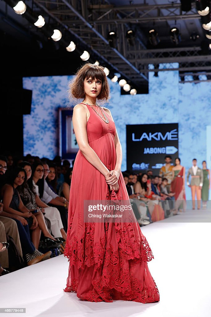 <a gi-track='captionPersonalityLinkClicked' href=/galleries/search?phrase=Aditi+Rao+Hydari&family=editorial&specificpeople=7435722 ng-click='$event.stopPropagation()'>Aditi Rao Hydari</a> walks the runway during the Frou Frou by Archana Rao show on as part of day 1 of Lakme Fashion Week Summer/Resort 2015 at Palladium Hotel on March 18, 2015 in Mumbai, India.