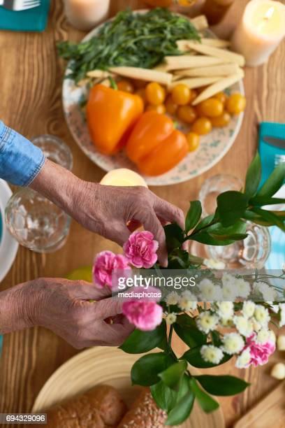 Adjusting flower decoration
