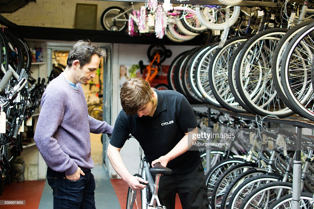 Adjusting the saddle : Stock Photo