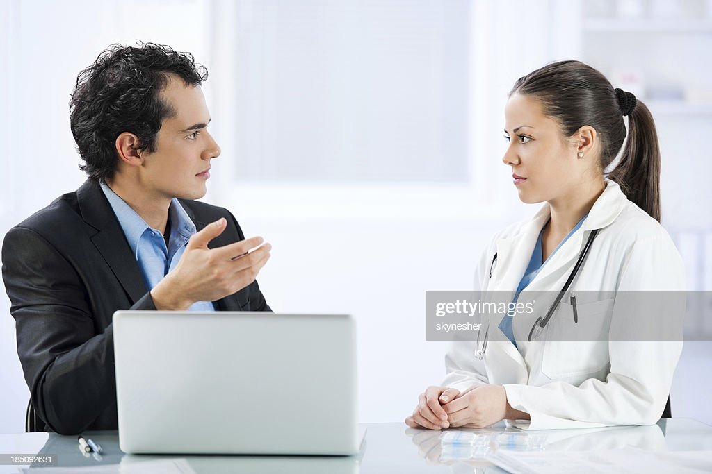 Administrator talking with female doctor : Stock Photo